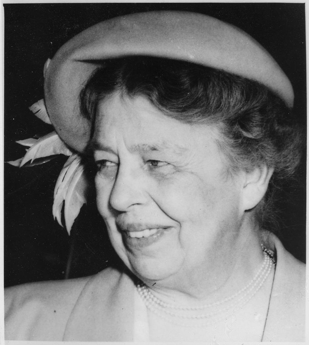 Eleanor_Roosevelt_in_Calgary,_Canada_-_NARA_-_196775[26].jpg