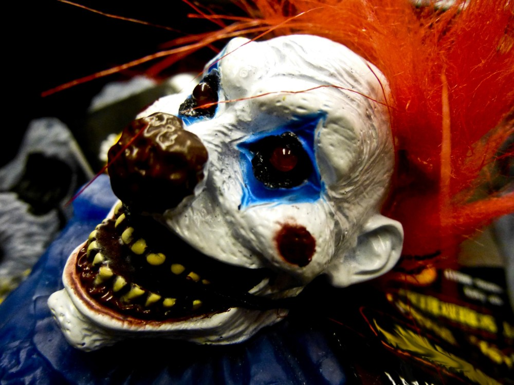 evil-bloody-clown-face[1043].jpg