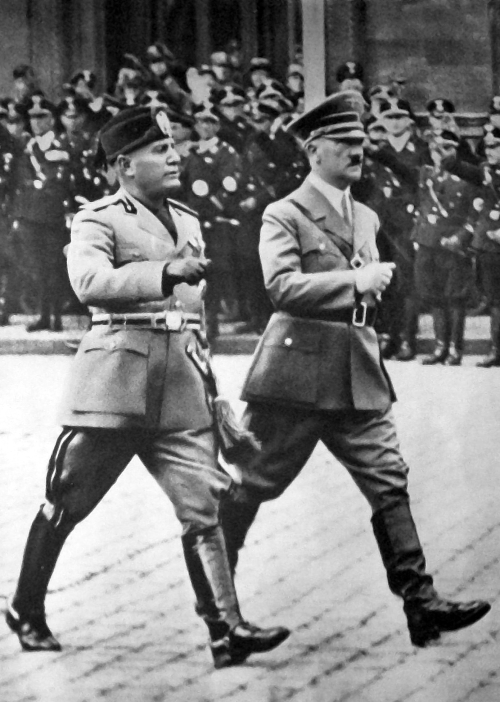 Mussolini_a_Hitler_-_Berlín_1937[1990].jpg