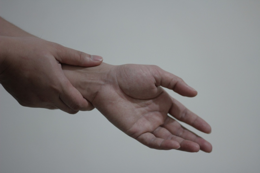 wrist-pain[1940].jpg