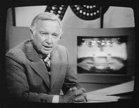 Walter_Cronkite_on_television_1976[2611].jpg